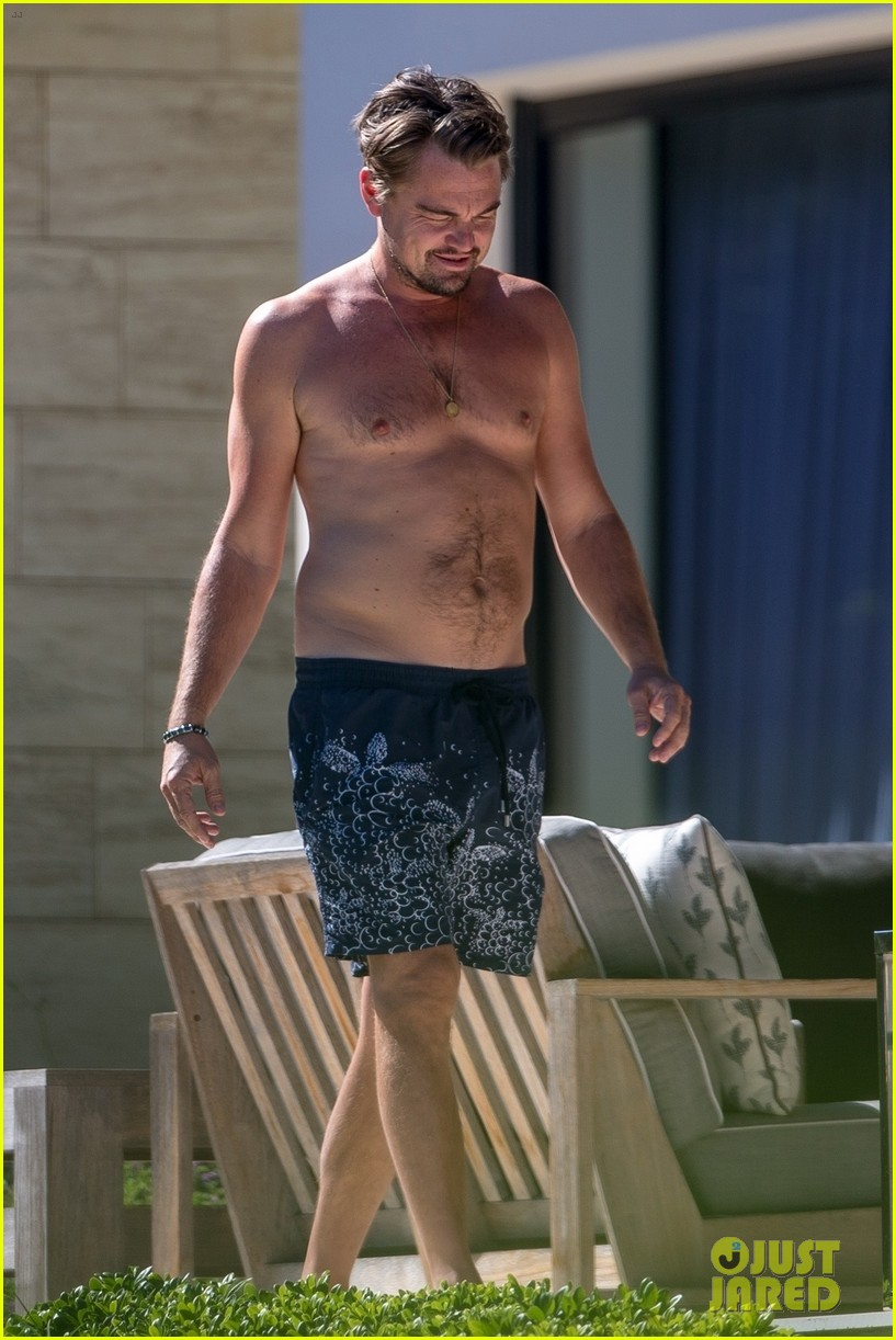 leo-dicaprio-goes-shirtless-on-vacation-with-kate-winslet-04