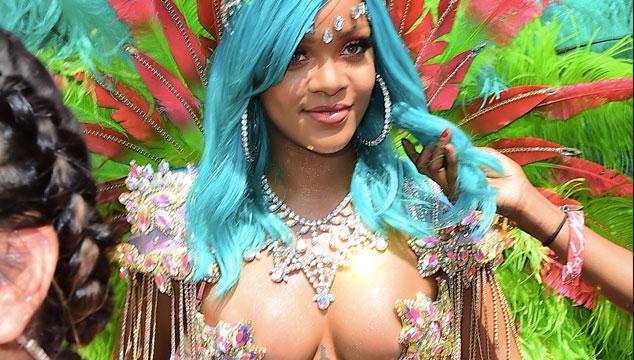 imagen El espectacular escote de Rihanna en un festival en Barbados (FOTOS)