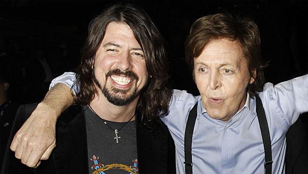 imagen Dave Grohl habló de cómo Paul McCartney lo ayudó a recuperarse de su pierna rota