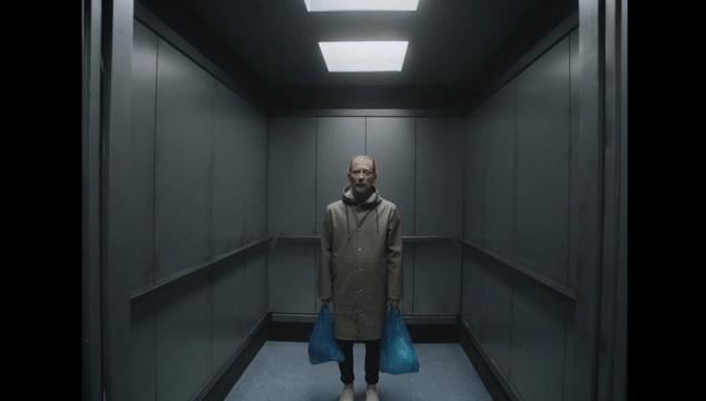 imagen Thom Yorke se monta en un ascensor en 'Lift', nuevo video de Radiohead
